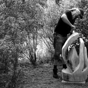 Entstehung einer Skulptur aus Föhre, auch Weisskiefer genannt