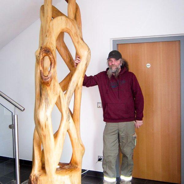 Riesige Lampe aus Linden Holz