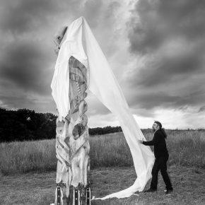 Entstehung einer Skulptur aus Zirbenholz: Feierliche Enthüllung
